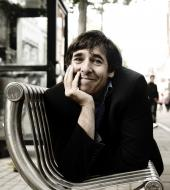Mark Steel bench pic by Idil Sukan 1